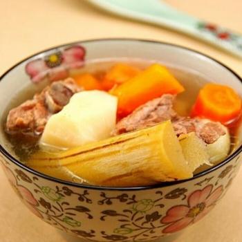 胡蘿卜竹蔗茅根瘦肉湯